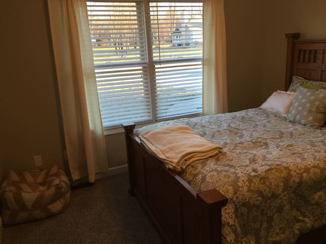 Private room in Goshen - Goshen - Talo