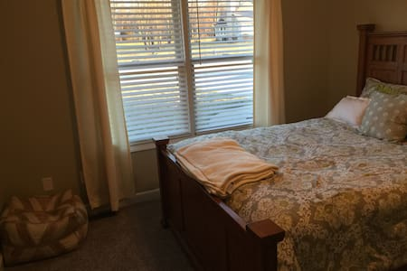 Private room in Goshen - Goshen