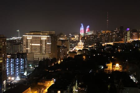 Apartment with beautiful view+transfer+rent a car - Baku - Apartment