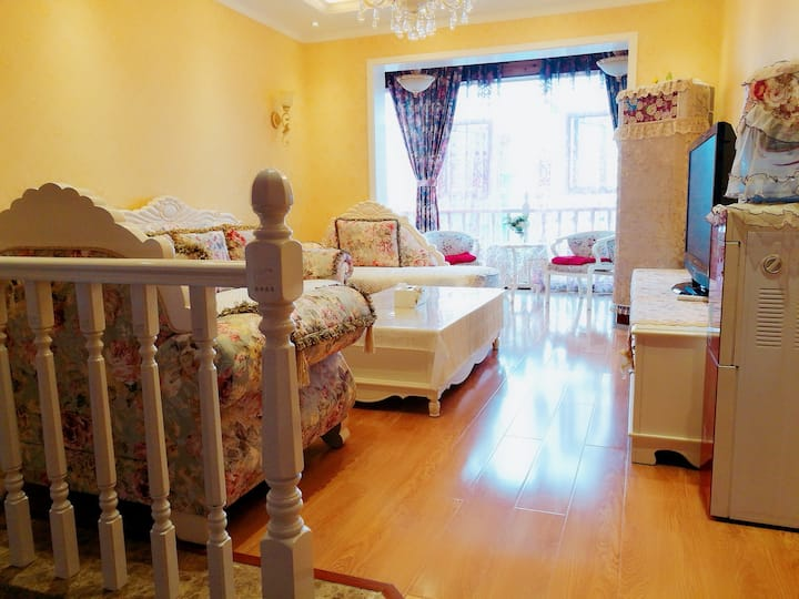 """凤凰山景新花园""""紫荆小屋""""(靠近贵州六盘水市第三中学两室两厅公寓)"""