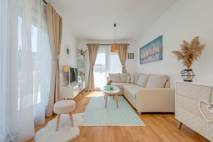SALONA sunny & stylish apartment