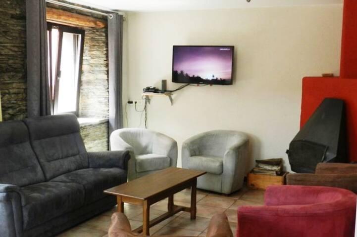 Maison ardennaise au cœur d'un village paisible