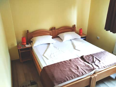 Venesis House - Twin Room - no. 2