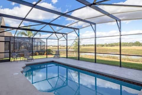 Spacious and Contemporary With Large Pool! Near Golf Courses and Disney! #5MS040