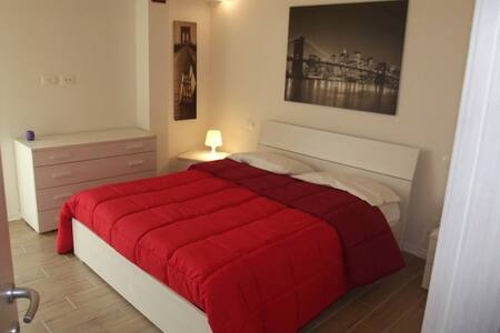 10 min away from Cisanello Hospital.Free wifi+park - Cascina - Wohnung