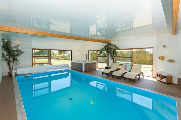 Luxuriöse Villa mit Hallenbad in Brignogan-Plages Frankreich
