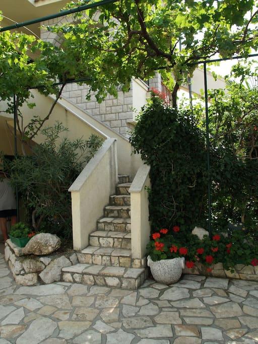 Eingang über die Außentreppe