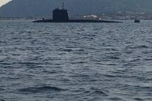 Au détour d'une balade sur le port, on peut aussi apercevoir un des SNA de la flotte française....