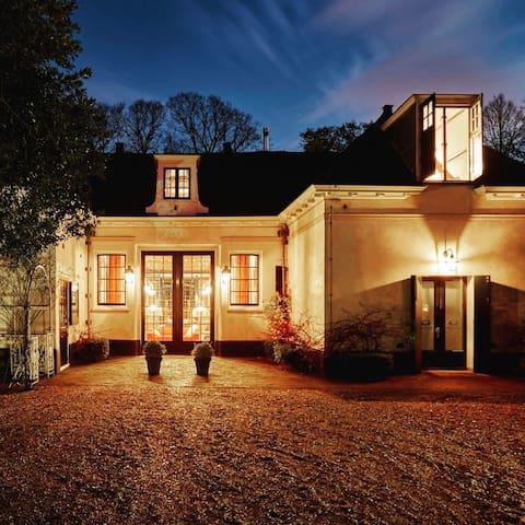 Koetshuis Waterland Historical eco estate