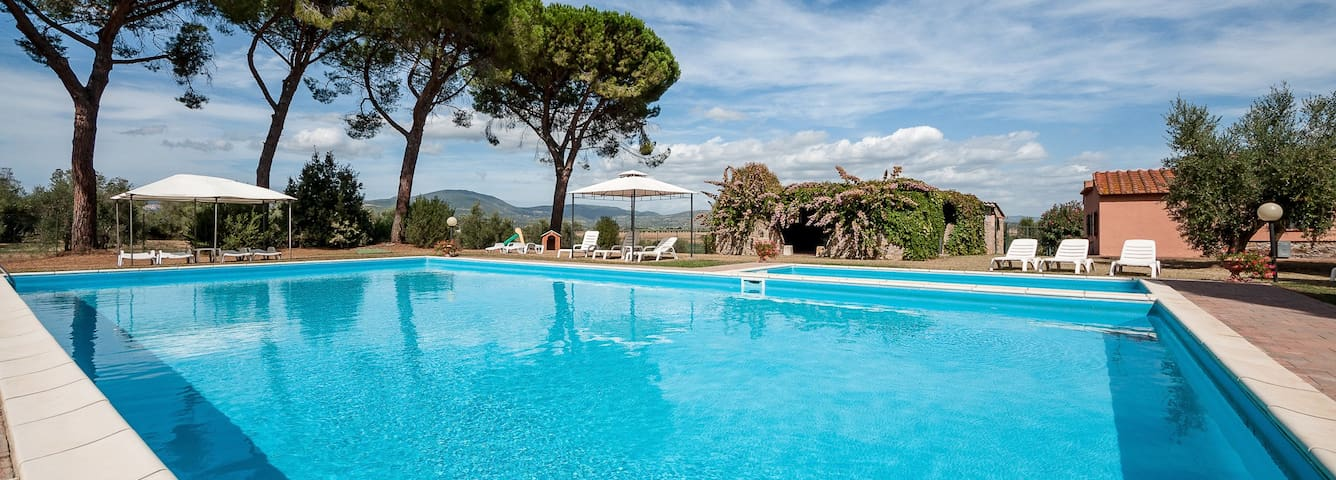 Apartments for 2-4 people in farmhouse & pool, sea