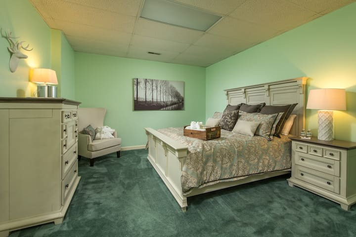 Grits Suite with King Size Bed and Attached shared Bath