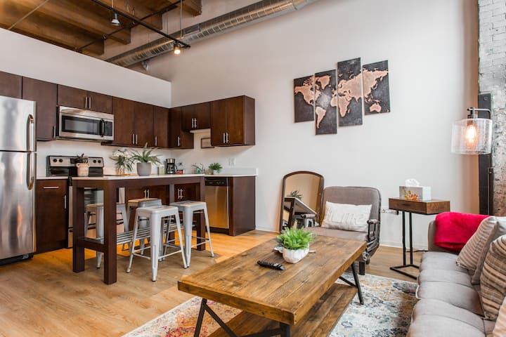 The Cozy | 1bd Timber Loft | CDC Clean!