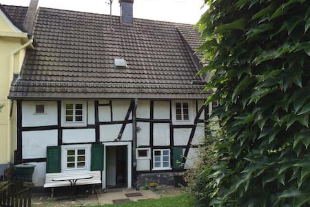 Fachwerkhaus mit Garten in Gummersbach Zentrum - House