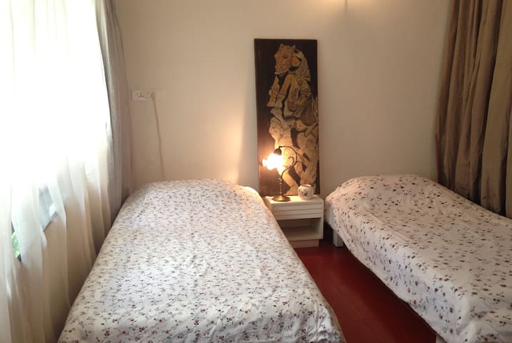 Beautiful room,location,Private Bathroom for WOMEN
