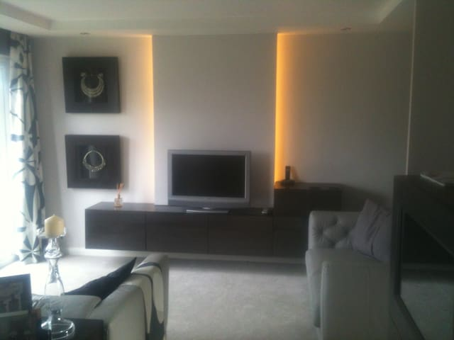 Luxury 2BD apartment near Cardiff City Centre - Cardiff - Lägenhet