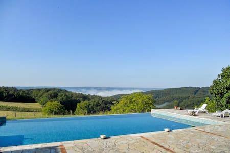 Converted farmhouse w/ pool - Saint-Cyprien