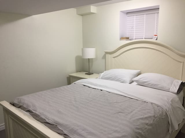 Basement bedroomA with private bathroom in DT