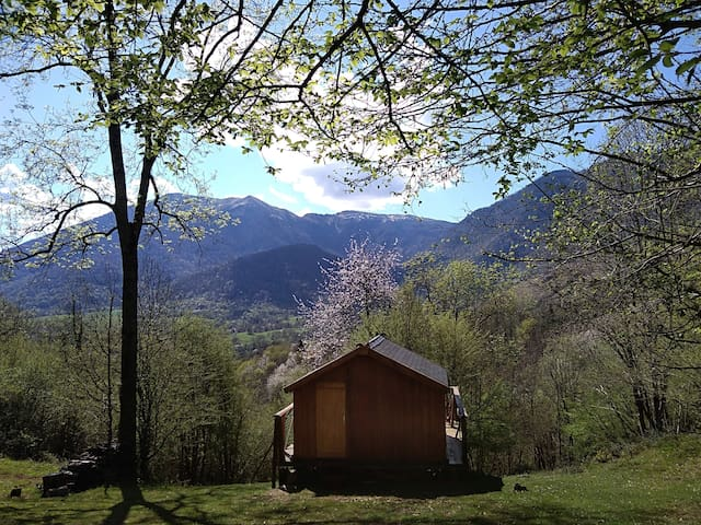 """Cabane """"La Montagnarde"""" en pleine nature"""