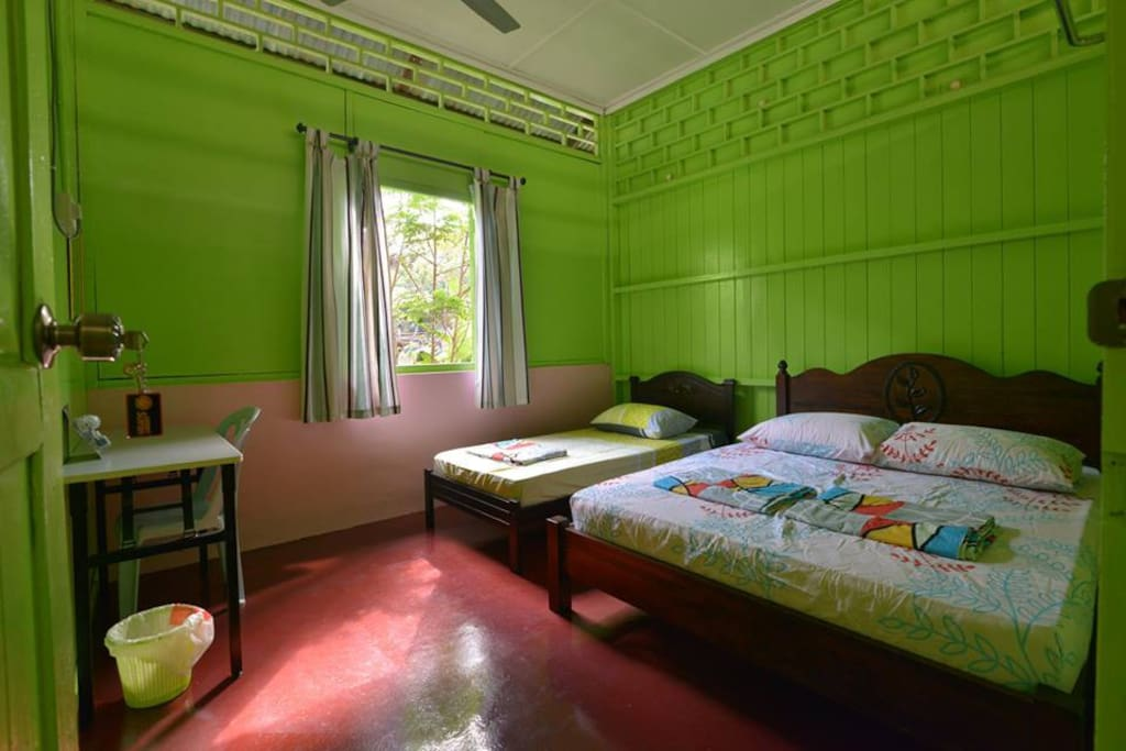 Fresh air room with 1 single bed and 1 Queen Size Bed