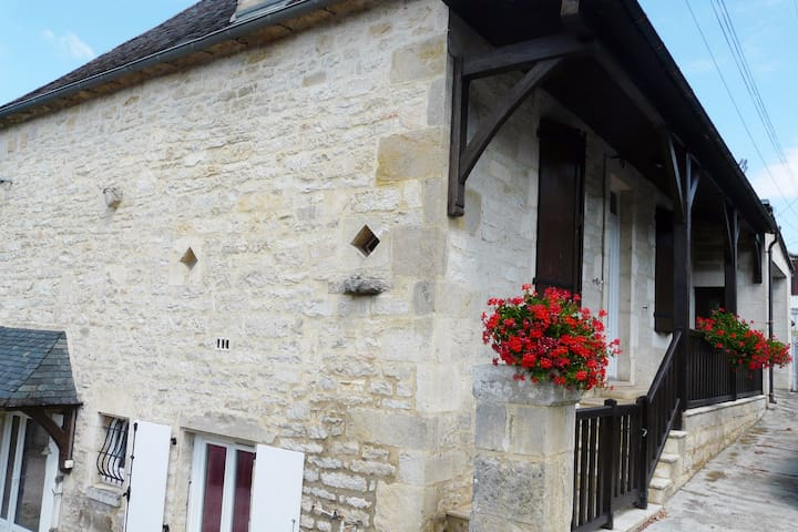 Chambres dans maison de village