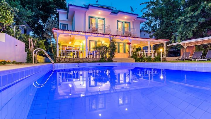 5 En-Suite Rooms Villa Stay+Private Staff Service