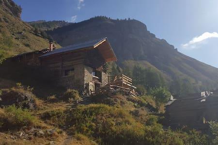 Chalet d'alpage à 2000 m en autonomie #Offthegrid