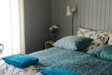 The Blue Room · Cozy double · B&B - Seyðisfjörður - Bed & Breakfast