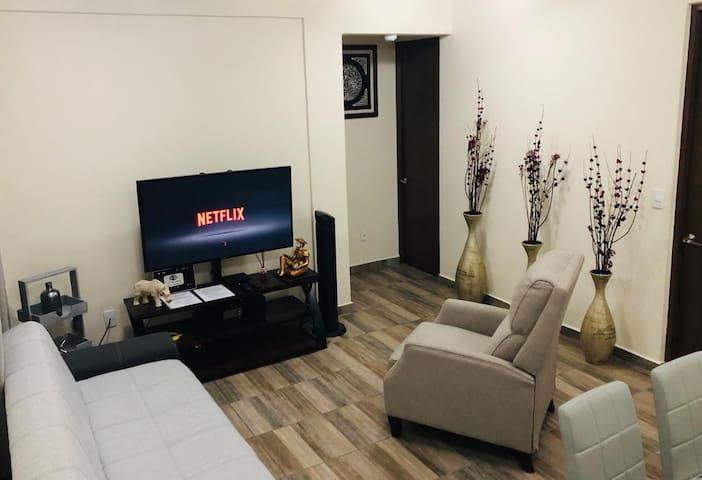 Sofá cama, sillón reclinable y SMART TV con canales satelitales y cuenta de NETFLIX