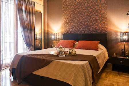 Lovely GOLD private double room in Athens tourist area