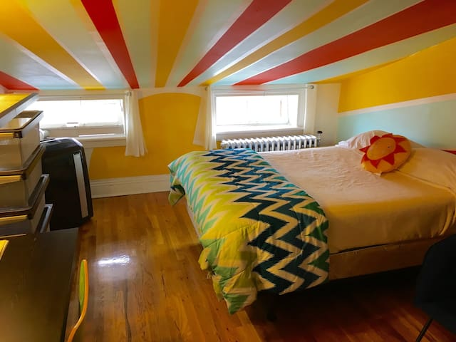 Private Sunlight Room in Brownstone Near Subway - Brooklyn - Hus