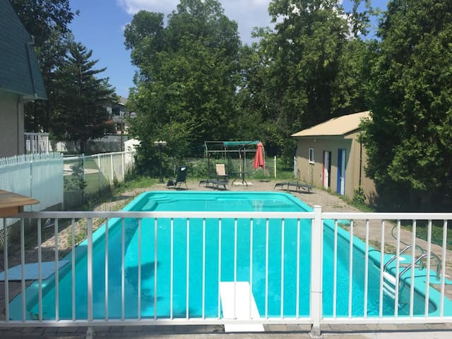 RENOVATED  3 bedrooms with Pool and free parking