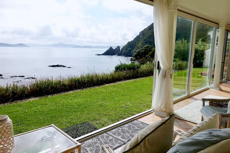Villa du Fresne - Waterfront, Privacy and Views