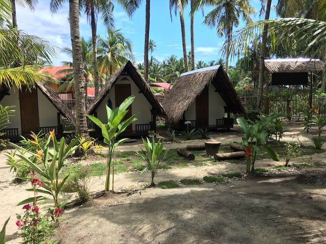 1 Charming native hut in jungle setting.Central GL