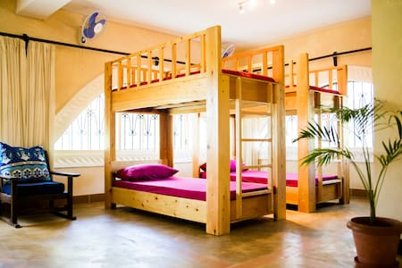 Footprints House - 8 bed shared mixed dorm
