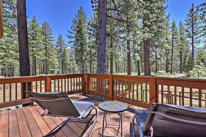 South Lake Tahoe Home by Nat'l Forest & Heavenly!