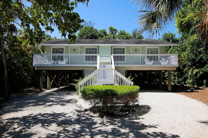 STARFISH EAST DUPLEX ON CAPTIVA   2 BEDROOM PET FRIENDLY IN THE VILLAGE