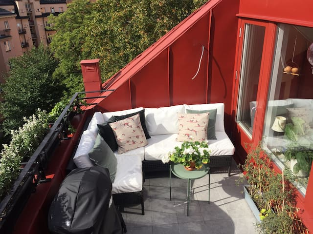 Central / city 3-room attic with terrace