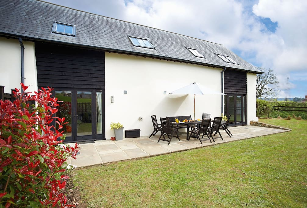 Harvest Moon is in an ideal location for an outdoor break in Devon, where you can walk your dog, paddle in the stream or have a picnic. There are wonderful views, abundant birdlife, and wildlife including foxes, deer, badgers and hares are often spotted