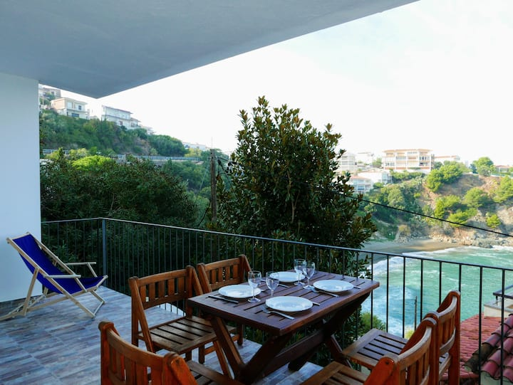 113 Apartment completely renovated, with terrace, sea views and next to the beach