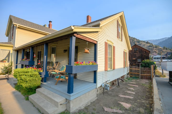 Historic Home steps from Downtown shops & Dining.