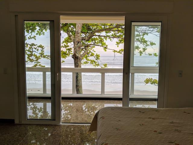 Luxuosa casa em frente ao mar