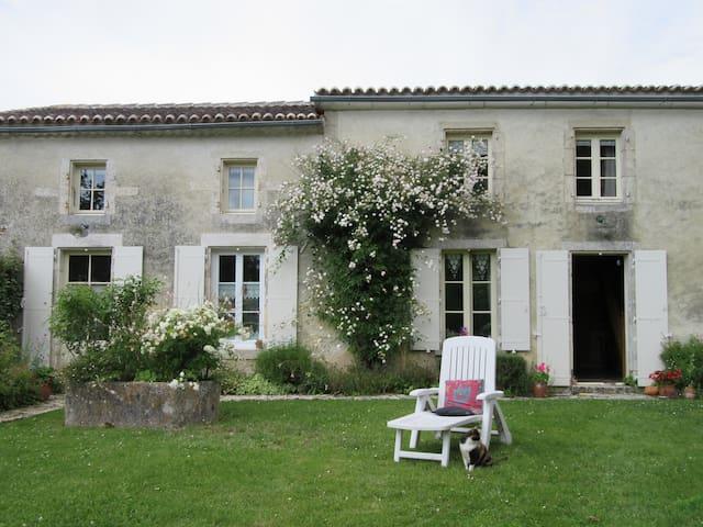 Séjour paisible en Charente Maritime - Nantille - Casa