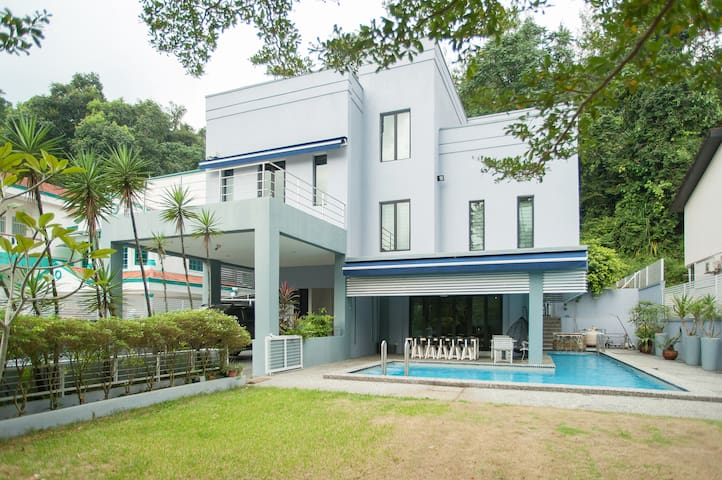 5BR Bungalow with pool and BBq pit @ Taman TAR