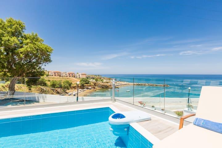 Villa Contessa, Premium Beachfront Villa with pool