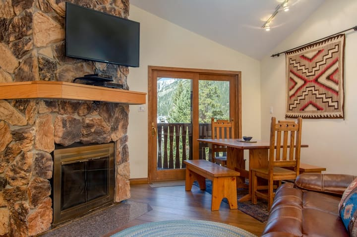 Classic Mountain Condo with WiFi, steps to Resort Base