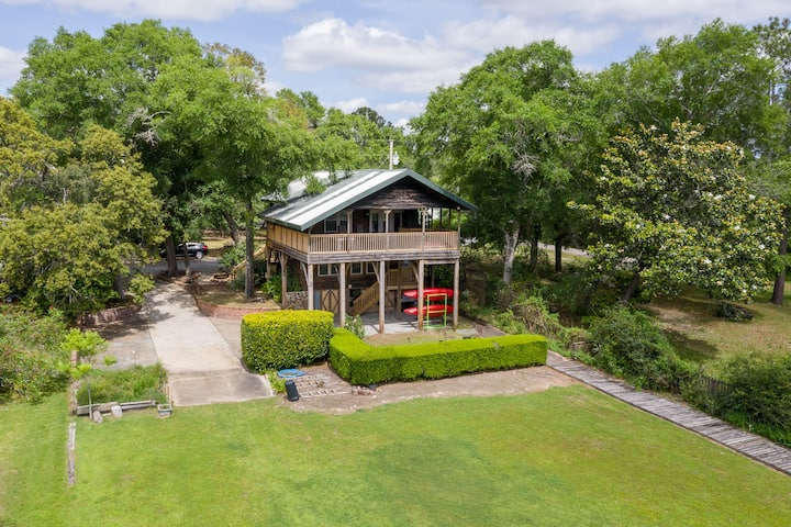 Charming Home on Fish River – Perfect for Families