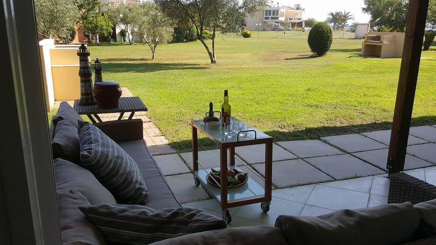 Ammos Summer Villa, Beachfront Summer-Home