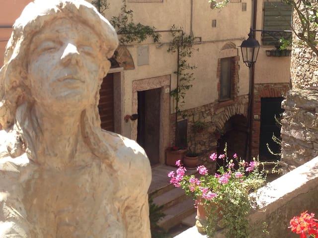 """""""Le Dame del Borgo"""" -Ariella"""