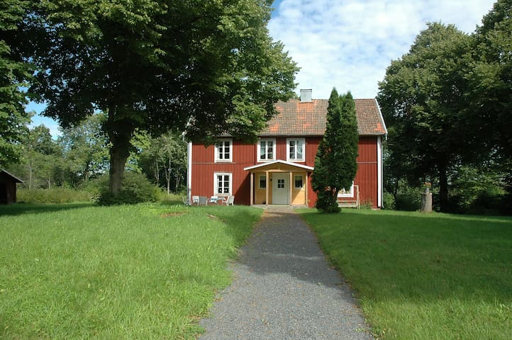 A house with large garden close to woodland - Grunkabo - Huis