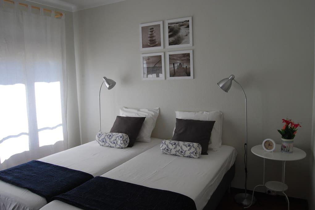 Bedroom 2 beds+closet (1/2)